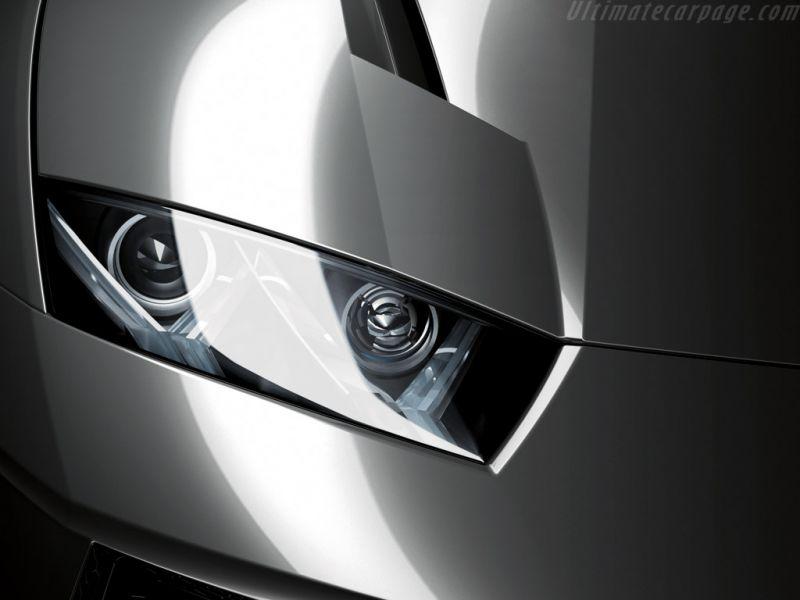 Estoque Headlight Close Up Wallpaper 800x600