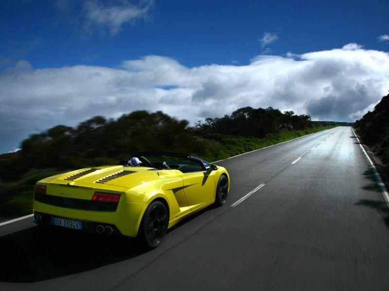 Gallardo Lp560 Spyder Yellow Rear View Wallpaper 800x600