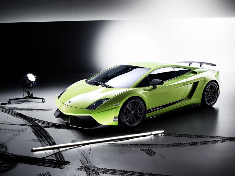 Gallardo Superleggera High Angle With Spotlight Wallpaper 800x600
